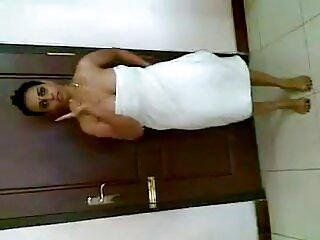 बाथरूम में वीडियो सेक्सी हिंदी मूवी ब्रिट बड़ी बहन जॉय