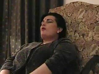 प्यारा सेक्सी हिंदी मूवी वीडियो में रेडहेड स्ट्रिप शो और लैपडांस करता है