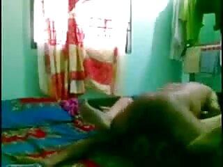 Slutty लड़की उसके आदमी फुल सेक्सी हिंदी मूवी के कठिन मुर्गा पर चूसना करने के लिए झुकता है तो गड़बड़ हो जाता है