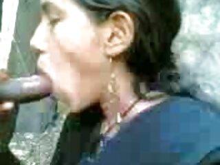 ब्लौंडी खुद बाहर काम करता है, स्ट्रिप्स करता है और आनंद लेता हिंदी सेक्सी न्यू मूवी है