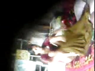 लाडा लव ने अपनी सी-थ्रू ब्रा और ब्लू फिल्म फुल सेक्सी वीडियो पैंटी को दिखाया