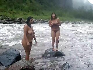 टब में सेक्सी मूवी पिक्चर MMF 3some